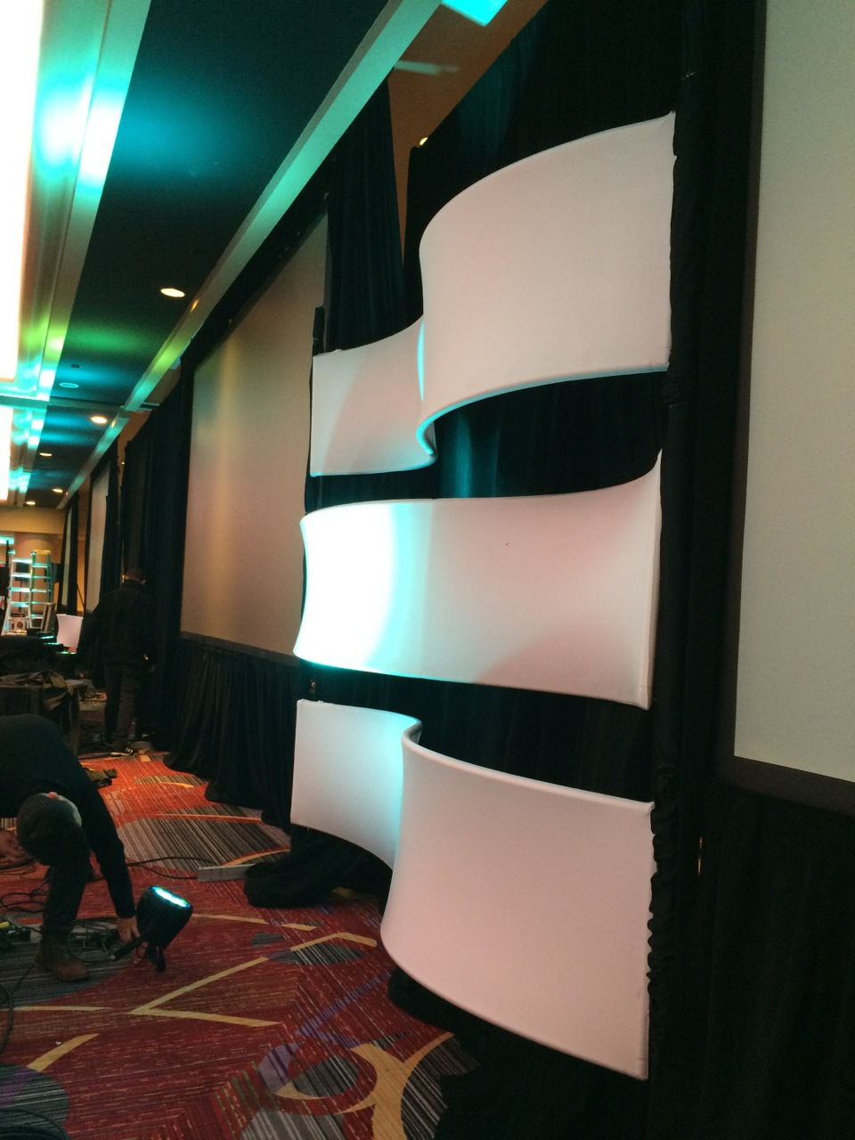 AirWave Create Complex Curves as Stage Backdrop